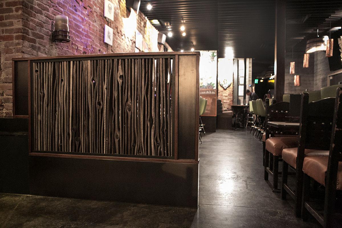 reclaimed-cedar-divider-wall-elcamino-restaurant-denver_1